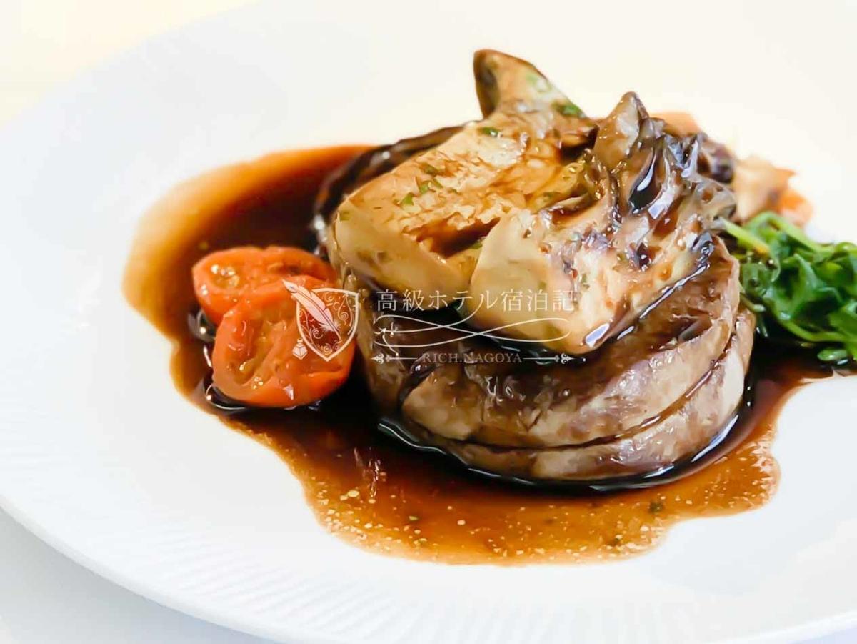 洋食メインディッシュ:・アンガス牛フィレ肉のステーキ、ラディッキョとキノコ、黒胡椒のバルサミコソース