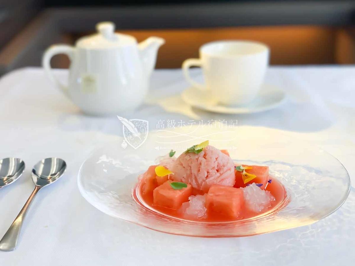 洋食デザート:スイカの冷たいスープ、ジンライムのゼリーとミント