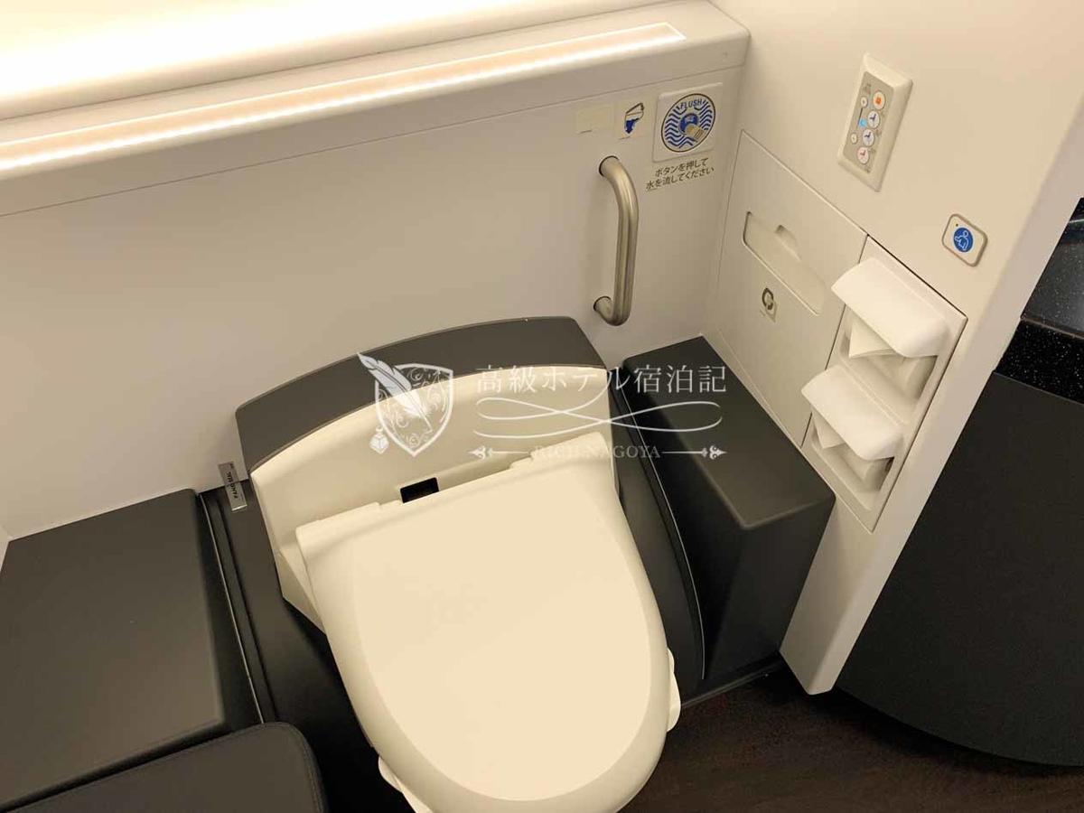 ANA-A380:トイレ 安心快適のウォッシュレット機能付きトイレ!