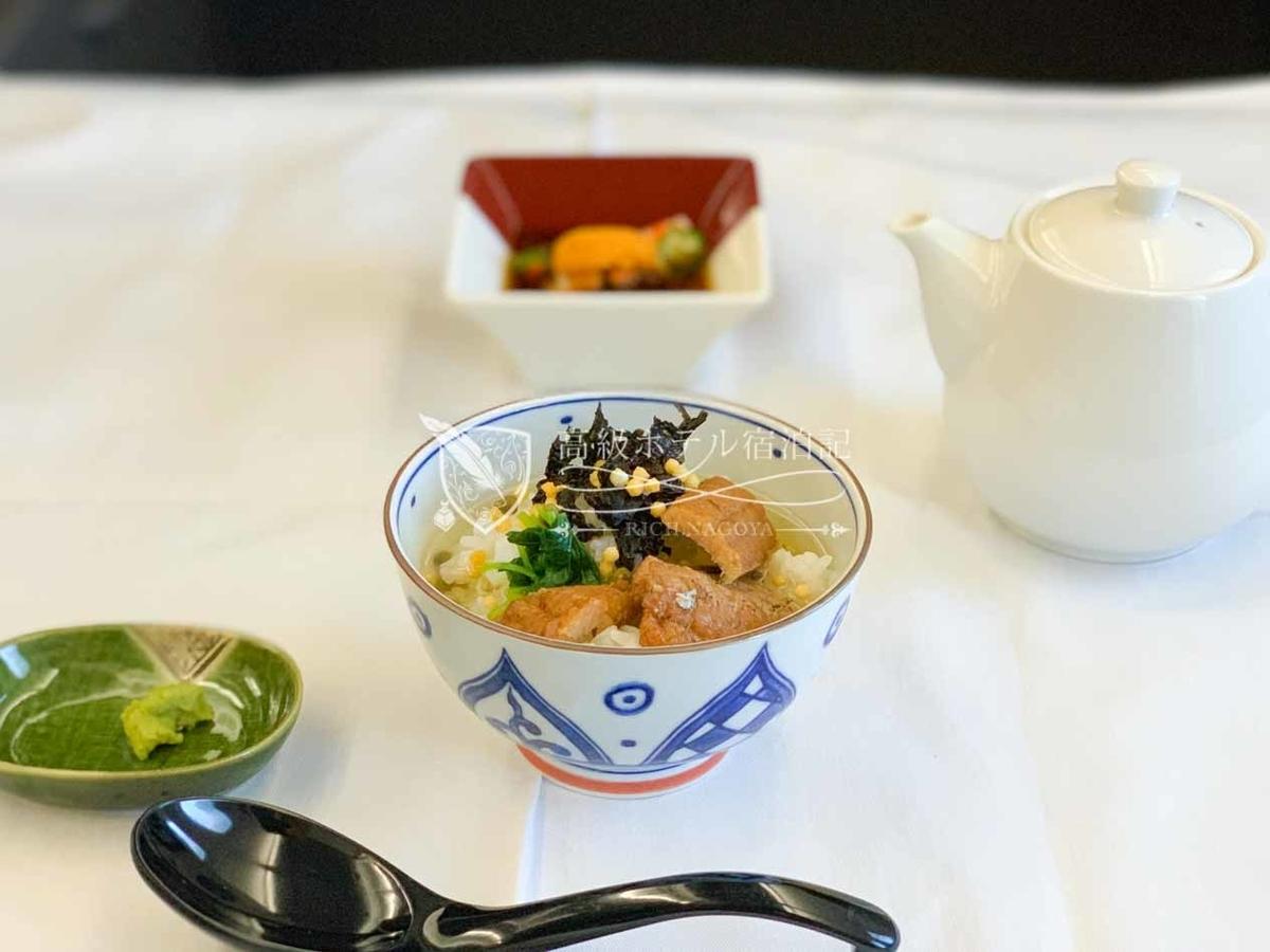 着陸前に注文したアラカルト料理の「鱧しぐれ煮茶漬け」は激ウマ!往路復路ともに最も気持ちが満たされた食事はお茶漬け(笑)