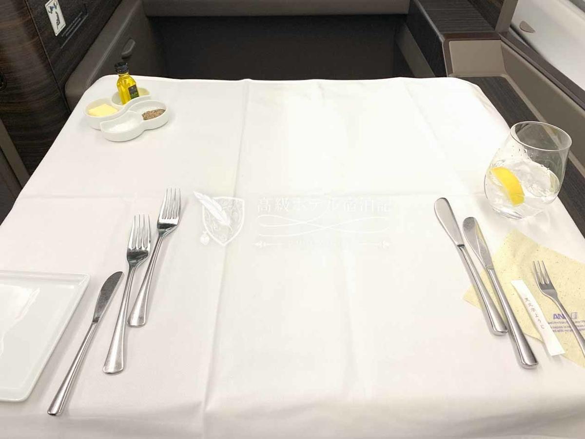 機内食提供時のテーブルセット