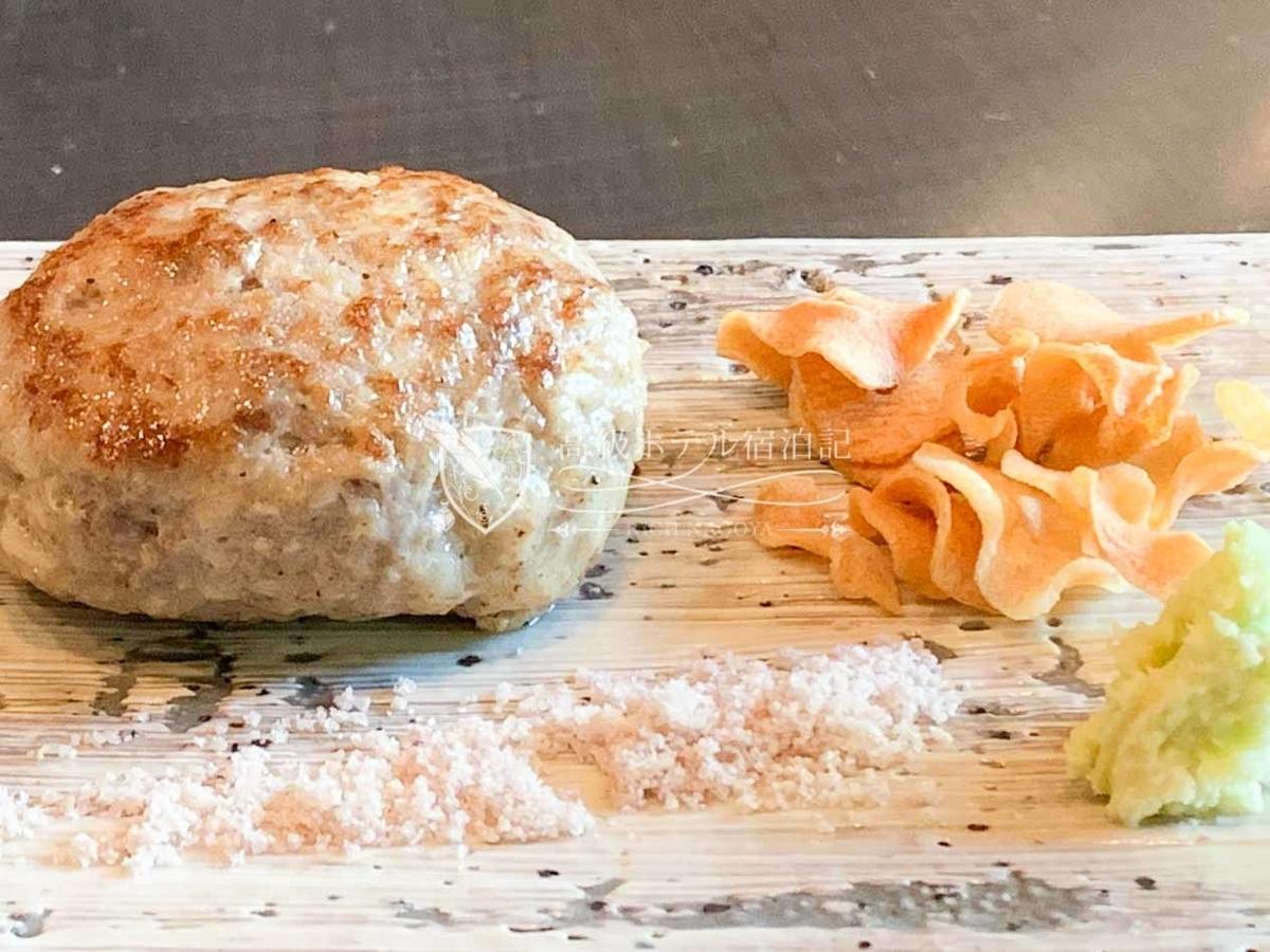 ハンバーグはおもに塩をかけて頂いたが、あさっりした味付けと焼き加減でお腹に持たれない。美味い。