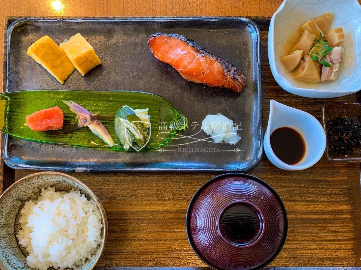 朝食の九州和膳(炊き立て土鍋ご飯は注文後20~30分待ちます。)