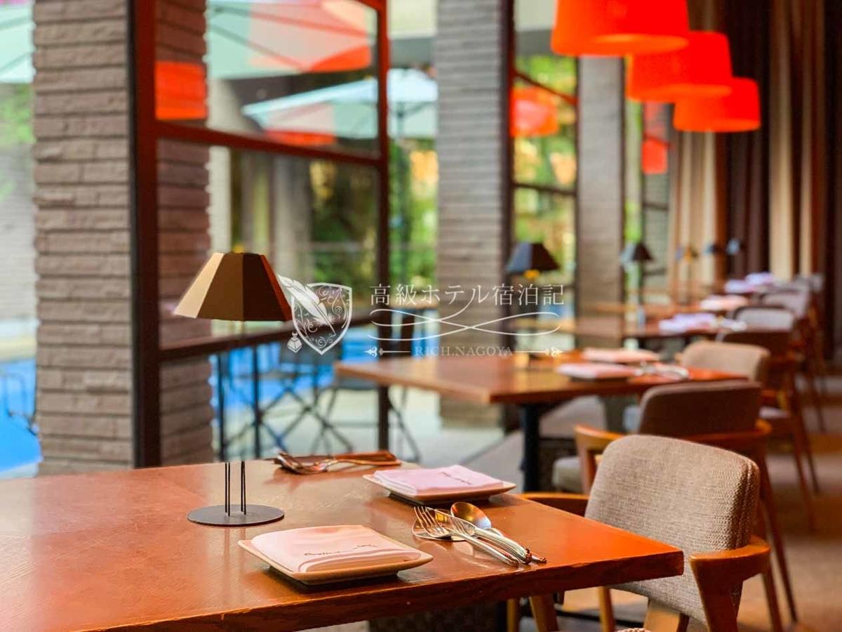 プールを臨むお洒落レストラン「メインダイニング コットン」で本格イタリアンを堪能。