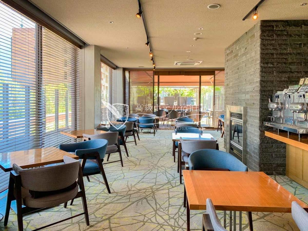 宿泊者が自由に利用できる屋上階の専用ラウンジ「ペントハウス」では、2つのサービスタイムに合わせたドリンク&食事を無料で提供。オーダーバイキング形式の朝食は美味!