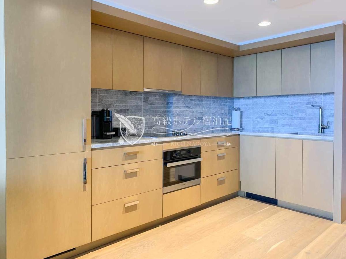 客室はレジデンスタイプのため、全室IH付きキッチンと洗濯乾燥機、大型冷蔵庫を装備。。
