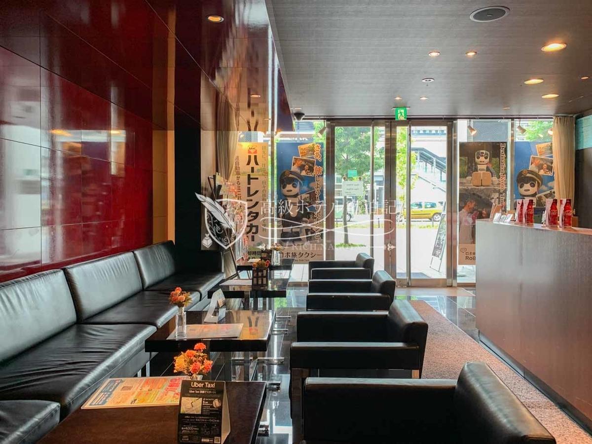 MKタクシー乗り場(MK VIPステーション)。すぐに配車ができない時も冷暖房の効いた室内のソファに座って待機ができる。