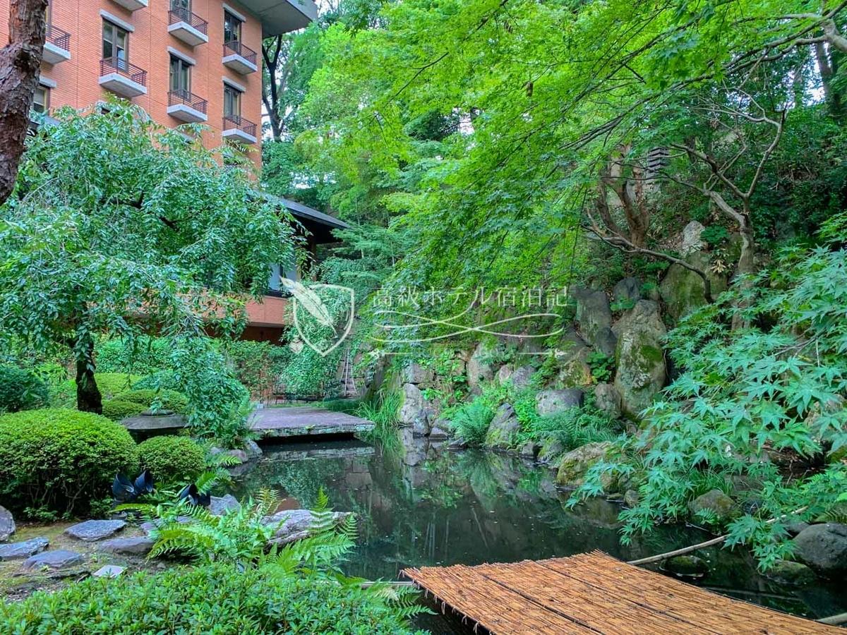 後白河法皇の御領であった敷地の一角にできたホテルにおいてその名残を唯一感じることができる日本庭園(中庭)。
