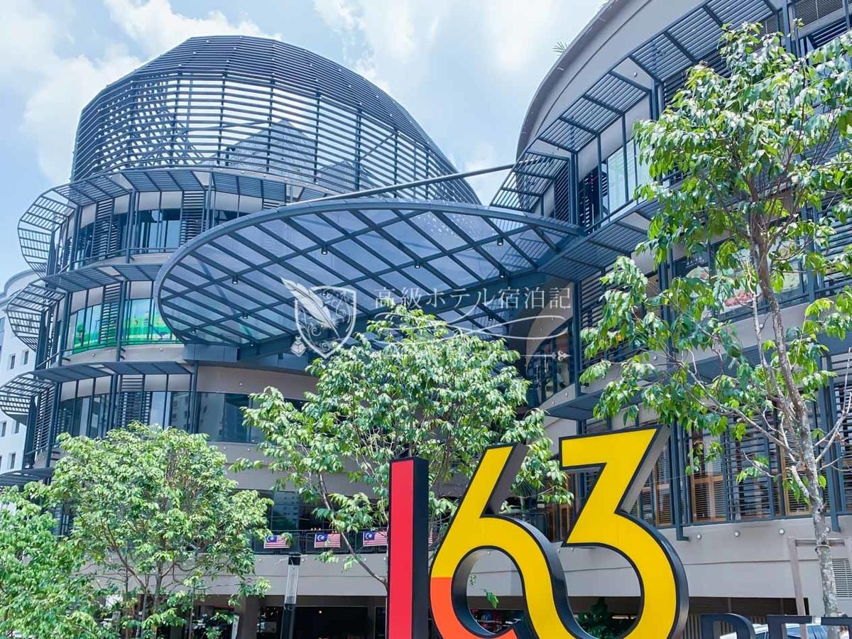 ホテルのすぐ隣にあるショッピングモール「163 Retail Park」