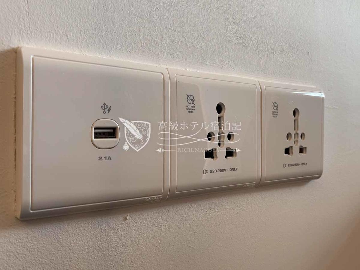 枕元の電源は日本の電化製品のプラグをそのまま差し込めるユニバーサルコンセントとUSBポートの2タイプがある。