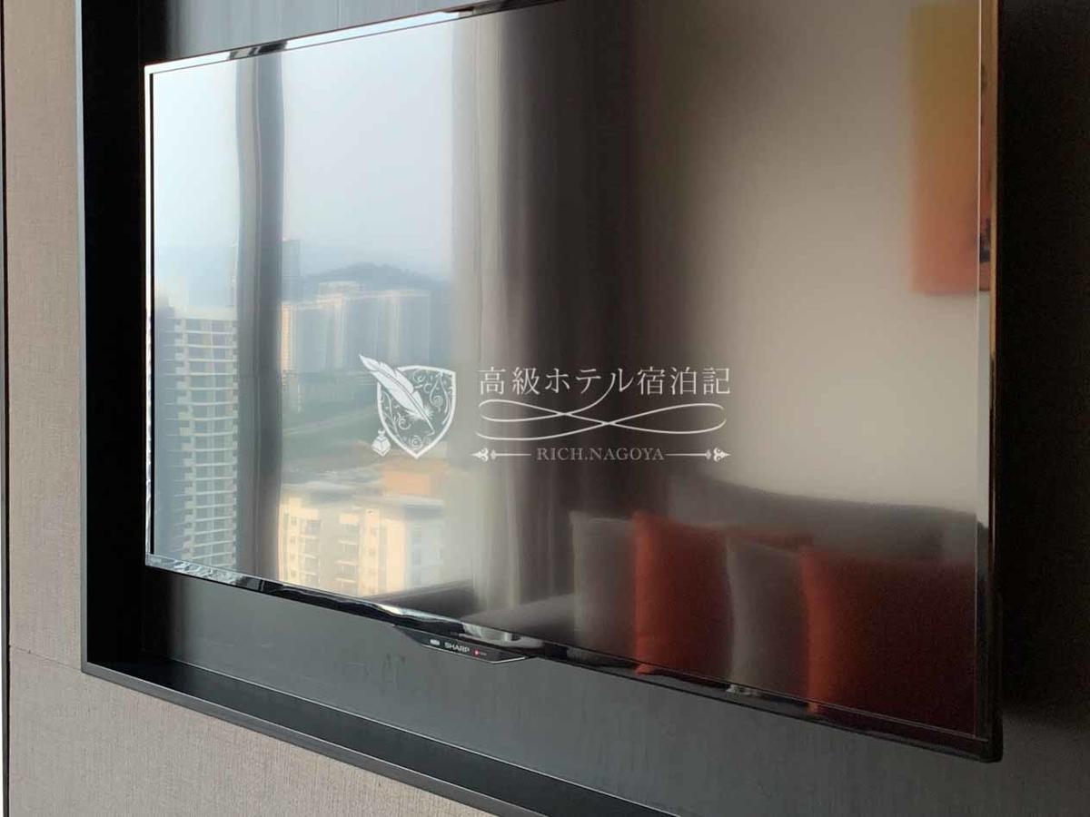 リビングとベッドルームに設置された液晶テレビはシャープ(SHARP)のAQUOS。