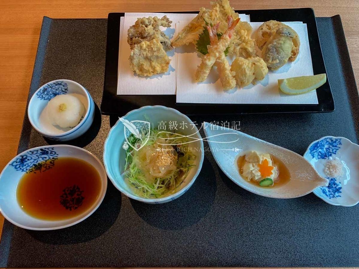 日本料理「山里」:ランチ 天ぷら御膳(5,000円/税サ別)