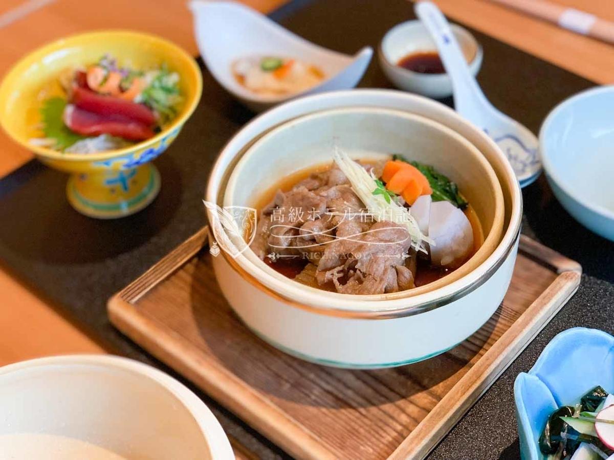 日本料理「山里」:ランチ 和牛すき煮御膳(6,800円/税サ別)