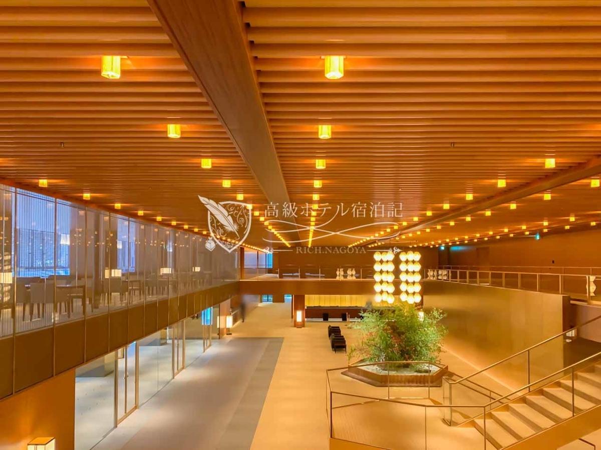 41階建て「オークラ プレステージタワー」5階のロビー。