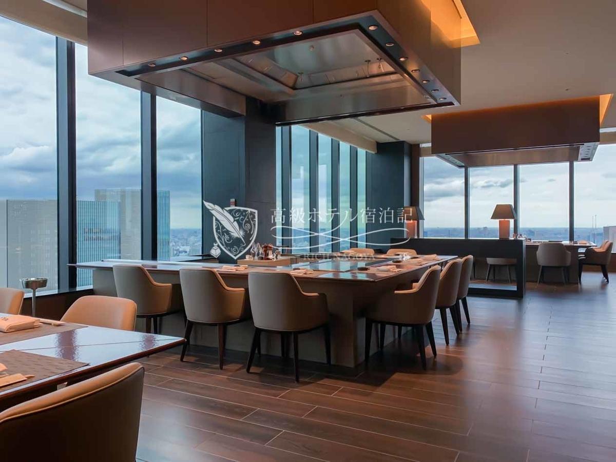 都心を一望できる見事な眺望を備えた「オークラ プレステージタワー」41階の鉄板焼「さざんか」。