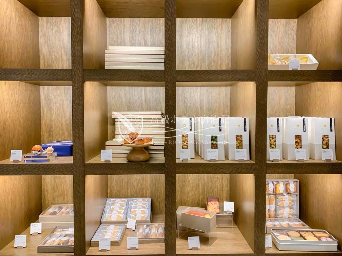 シェフズガーデン(デリカテッセン):パン、惣菜、ケーキ、スナックなどが所せましと陳列されている。色々なアイテムがあって見ているだけで楽しい。お土産にも良い。