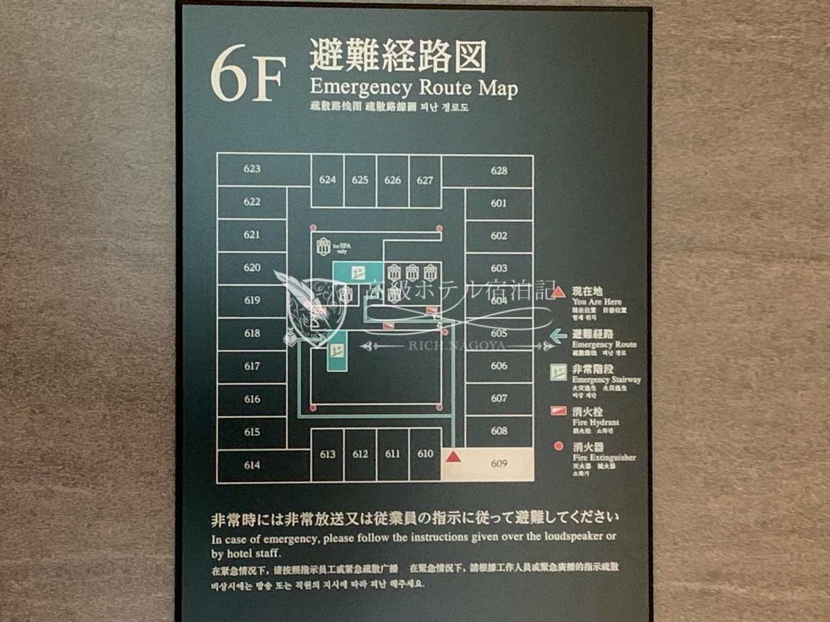 都ホテル 博多:ほぼ正方形の建物に四面の外枠に沿って客室を配置。内廊下。北向きと南向き(図面上下)の客室がスーペリア(30㎡~31㎡)、東向きと西向き(図面左右)の客室がデラックス(34㎡~36㎡)、4室の角部屋がラグジュアリー(42㎡~43㎡)。