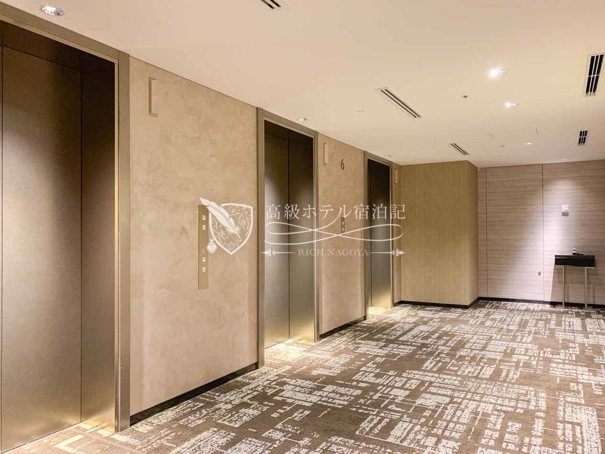 都ホテル 博多:エレベーターは各階に泊まる3基の他に、客室と屋上スパを結ぶ専用エレベーターが1基。
