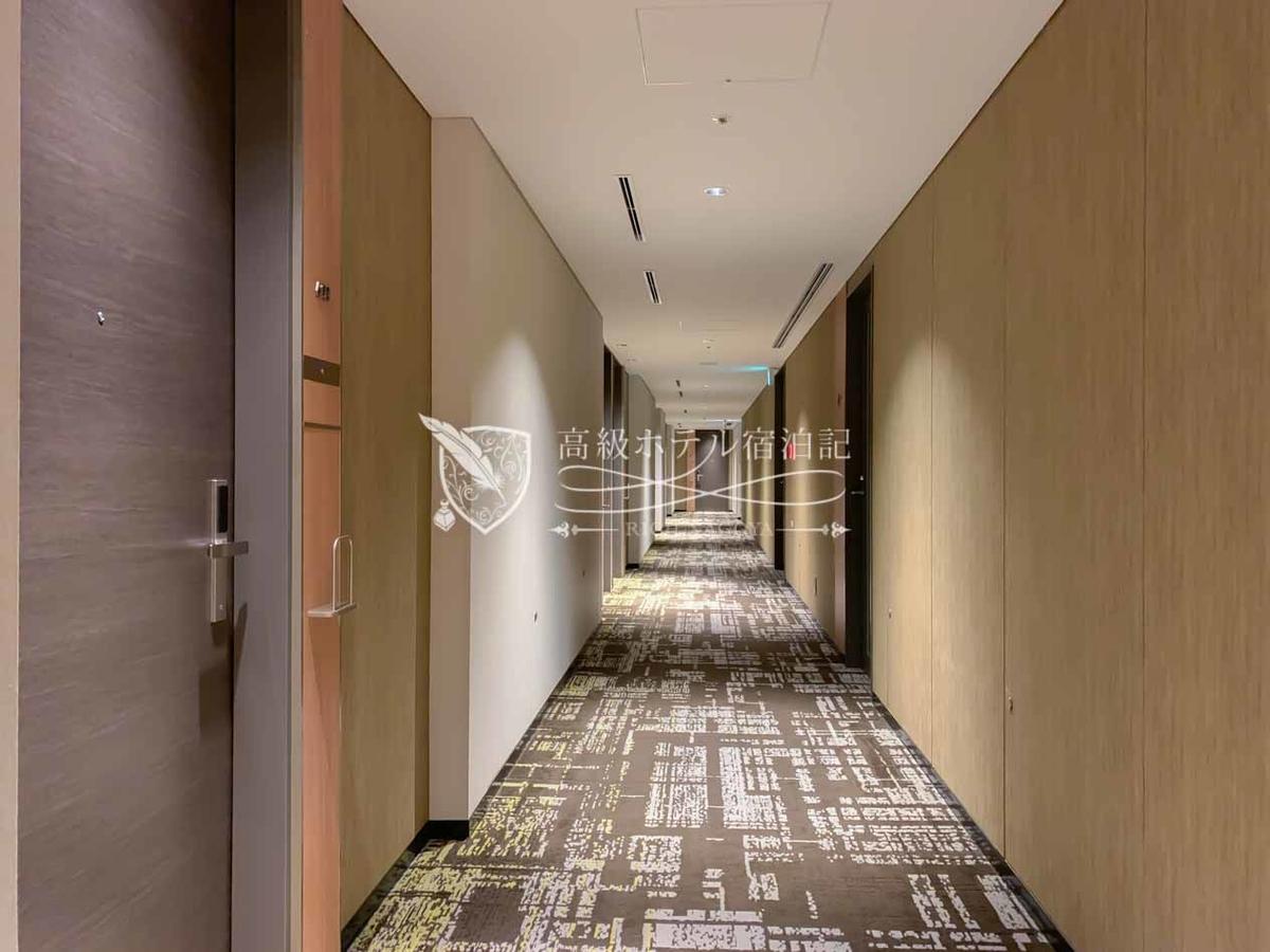 都ホテル 博多:客室フロアはすべて窓のない内廊下。