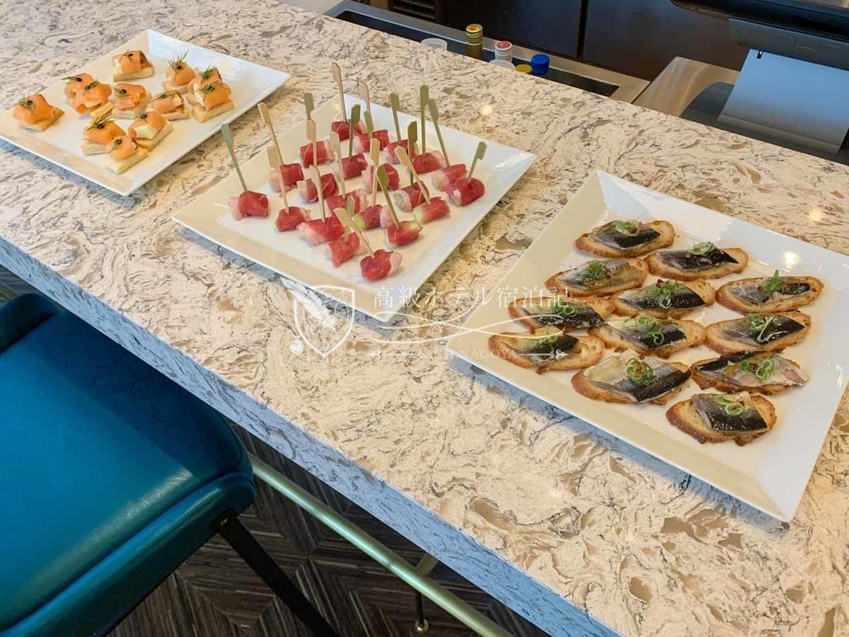 コートヤード・バイ・マリオット大阪本町:イブニングカクテル@M18(1階):料理はすべてフィンガーフード。