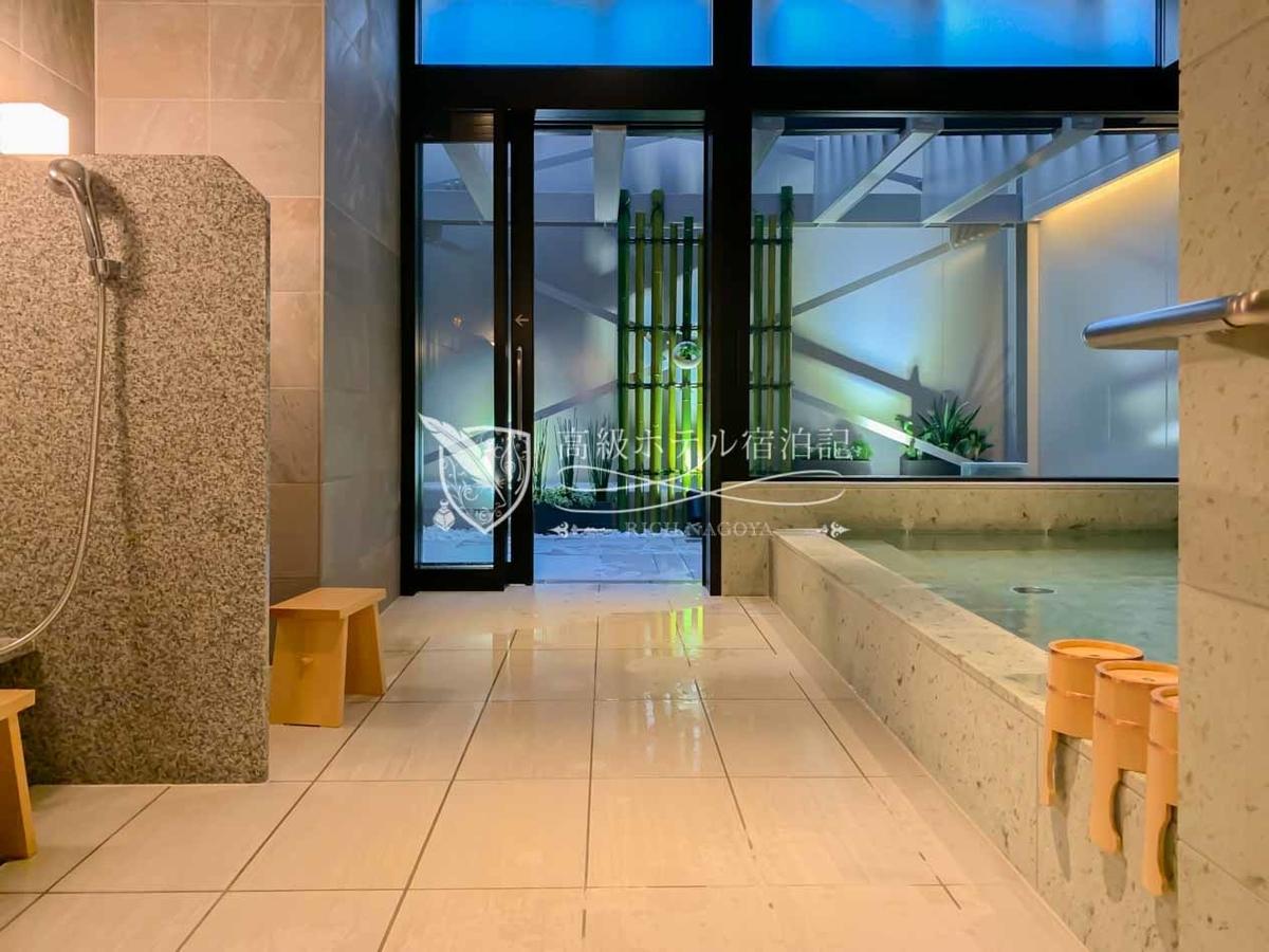宿泊者だけが無料で利用できる大浴場・露天風呂。