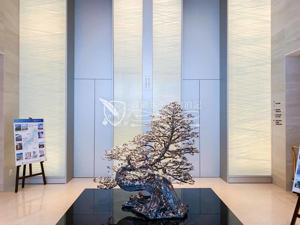 コートヤード・バイ・マリオット大阪本町:客室用エレベーターは2基。センサーにルームキーをかざすと自動的に行先フロアが指定される仕組み。
