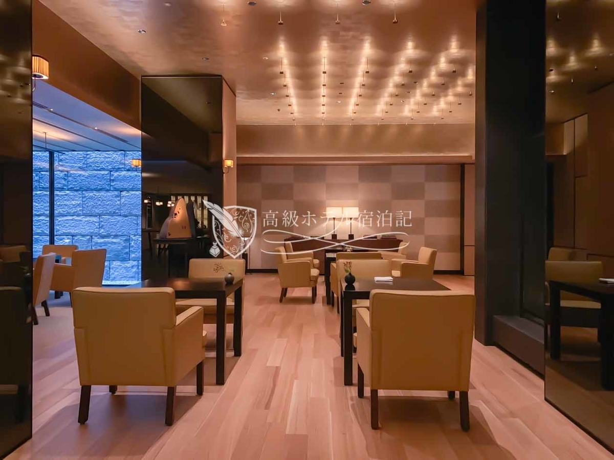 パークハイアット京都 Park Hyatt Kyoto:ラウンジスペース「ザ リビングルーム」の内観