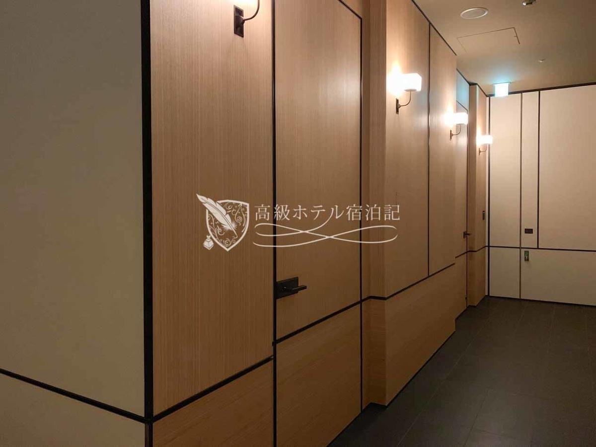 パークハイアット京都 Park Hyatt Kyoto:バスハウスの入口(男女別)