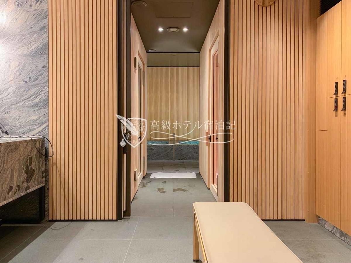 パークハイアット京都 Park Hyatt Kyoto:男性用バスハウス/写真手前から更衣室、サウナ、シャワー・バスルーム