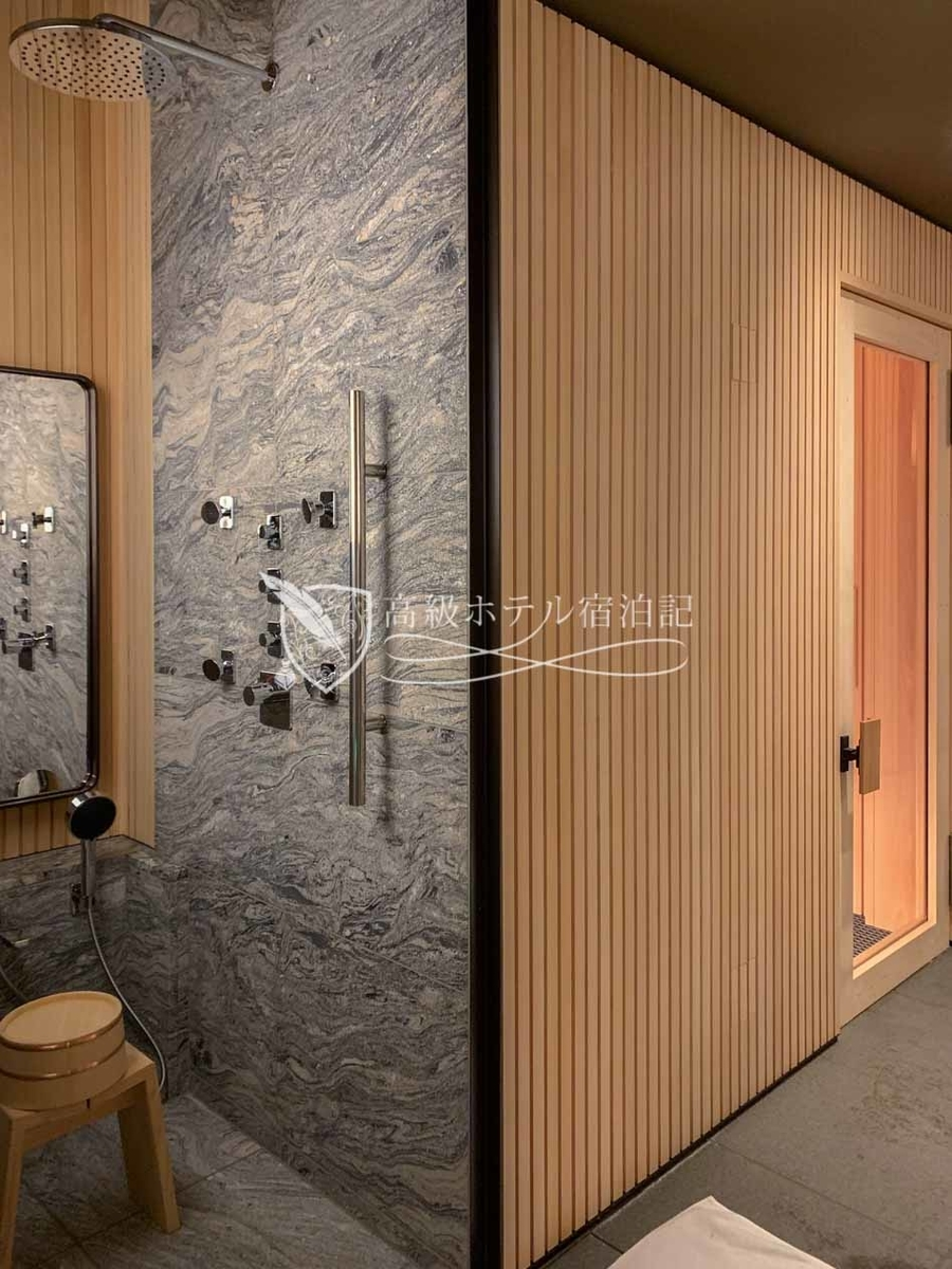 パークハイアット京都 Park Hyatt Kyoto:男性用バスハウス/シャワー(レイン・ハンド・ボディの3種類を完備)
