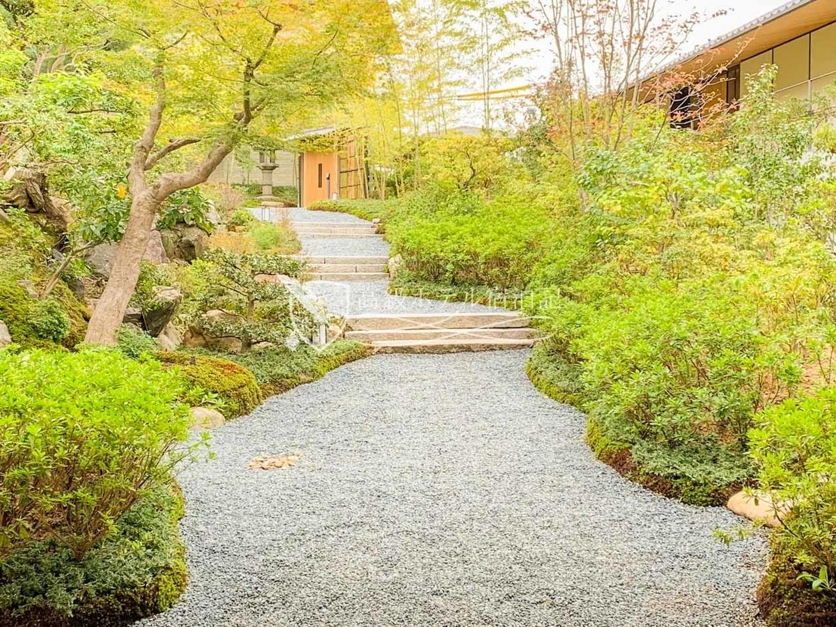 パークハイアット京都 Park Hyatt Kyoto:1877年創業、敷地内に併設された老舗料亭「山荘 京大和」の日本庭園