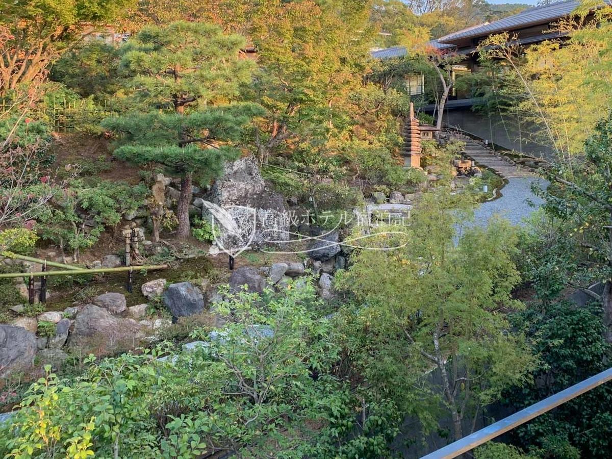 パークハイアット京都 Park Hyatt Kyoto:ホテルの4階から見た山荘 京大和の日本庭園