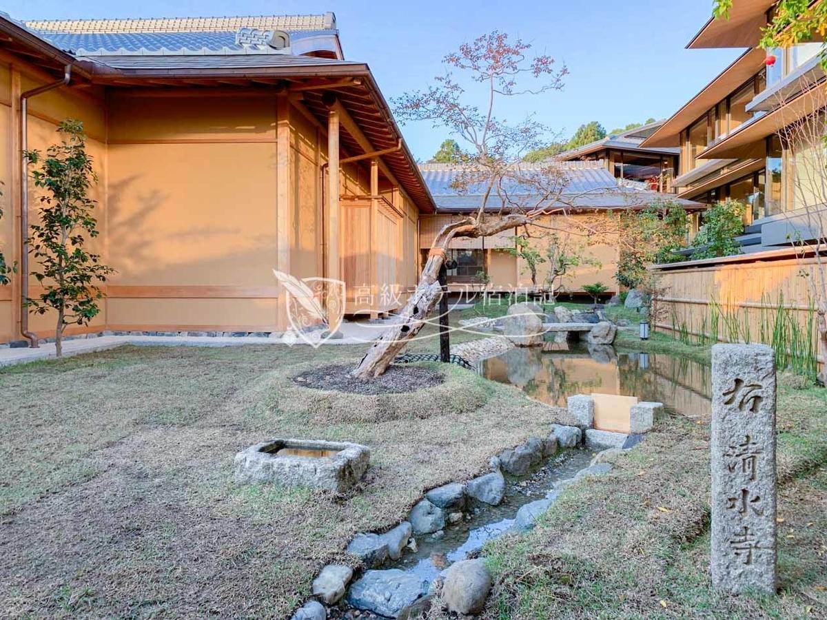 パークハイアット京都 Park Hyatt Kyoto:ホテルの5階から見た山荘 京大和の日本庭園