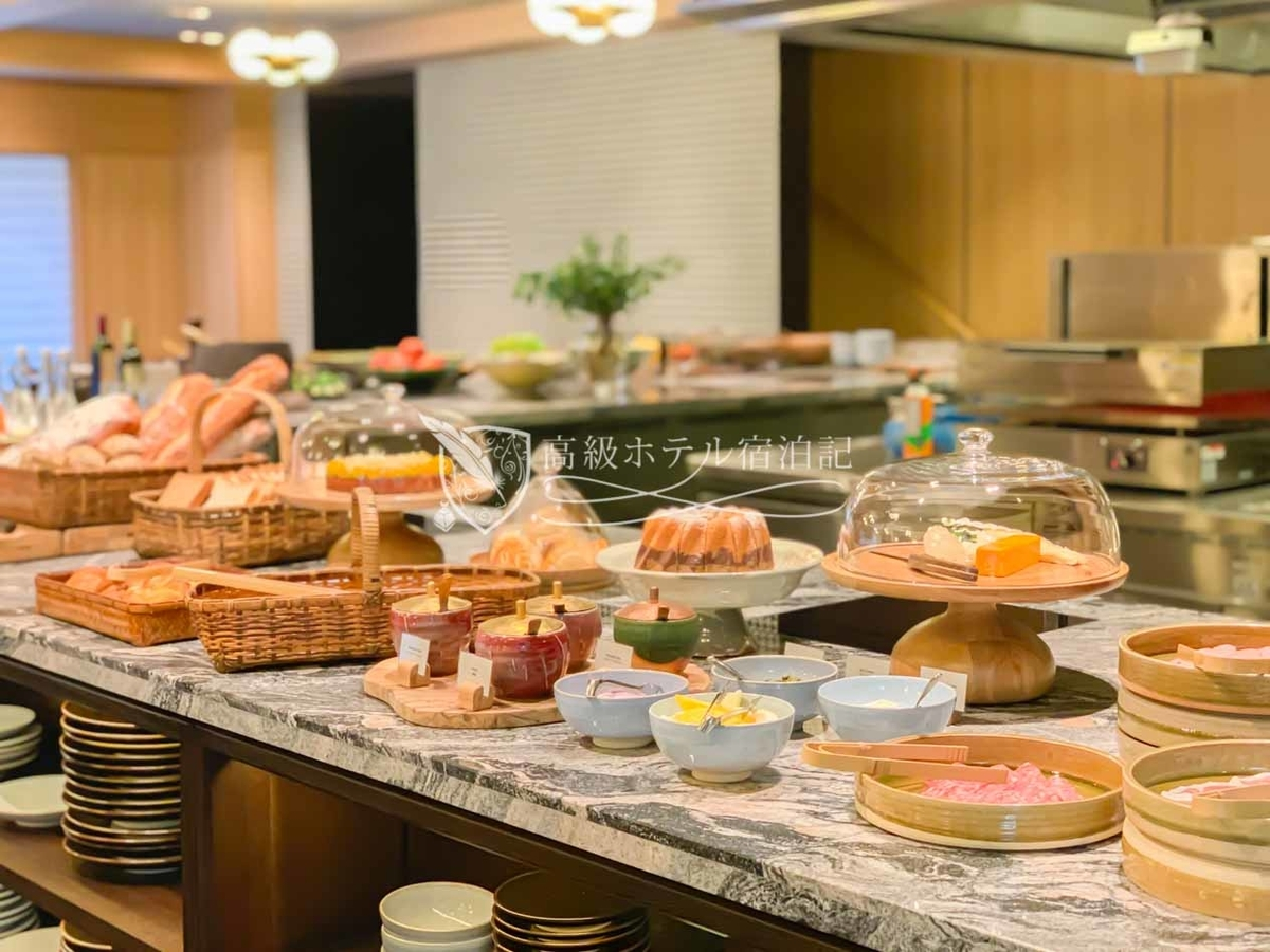 パークハイアット京都 Park Hyatt Kyoto:KYOTO BISTROの朝食ビュッフェの様子。朝食は京大和の和定食、KYOTO BISTROの洋食ビュッフェ、ルームサービス、以上3種類から選択できる。