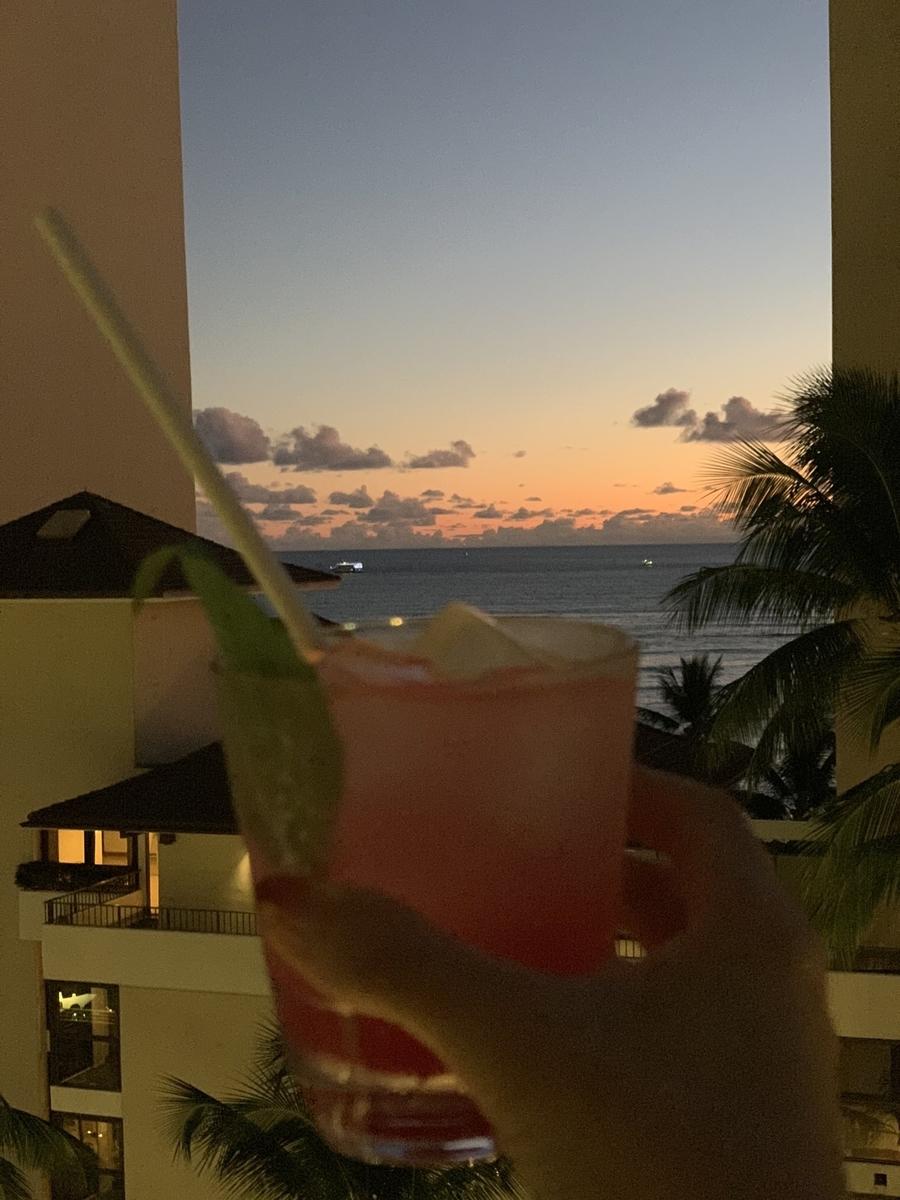 ノンアル片手にワイキキビーチに向かって乾杯♪♪♪