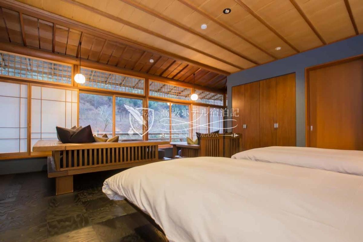 客室は5タイプ全25室。全室ヴィラタイプで大堰川を望むリバービュー。滞在した「谷霞」はフローリングタイプの和モダン空間。インテリアに特筆すべき点はなかったけど、窓からの眺めは圧巻!大自然ビュー!