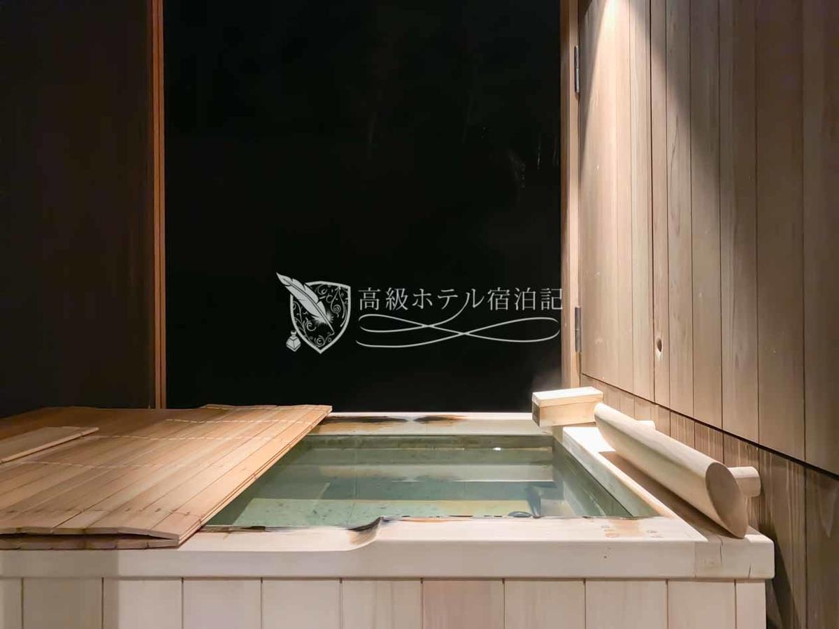 全39室のうちスタンダードルームの「翠月」と「月の音」を除くすべての客室に温泉露天風呂が完備。この他に宿泊者限定の貸切温泉露天風呂(嵐山温泉)もある(45分3,500円)。