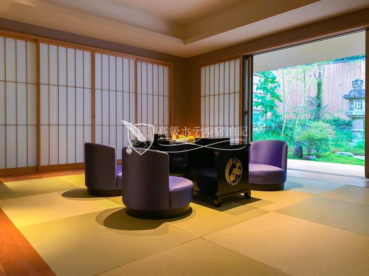 今回滞在した温泉露天風呂と中庭の付いた「玉兎(ぎょくと)ガーデンテラススイート」は「まさに京都」といった煌びやかな和空間。