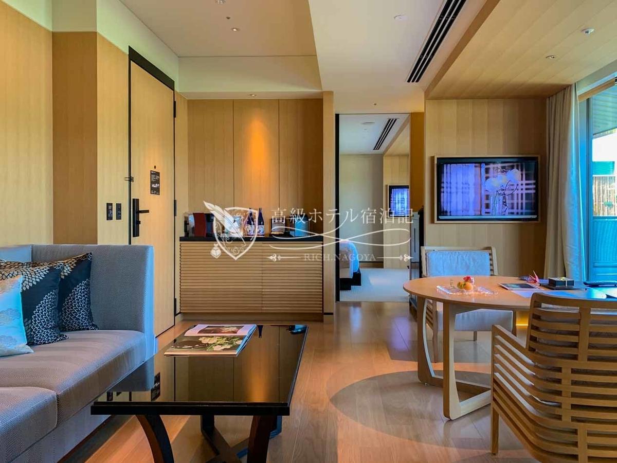 スイートルーム9タイプ全17室。このうち今回滞在したガーデンテラススイートは、最上階の5階にある70㎡の広さを誇る庭付きスイートルーム。