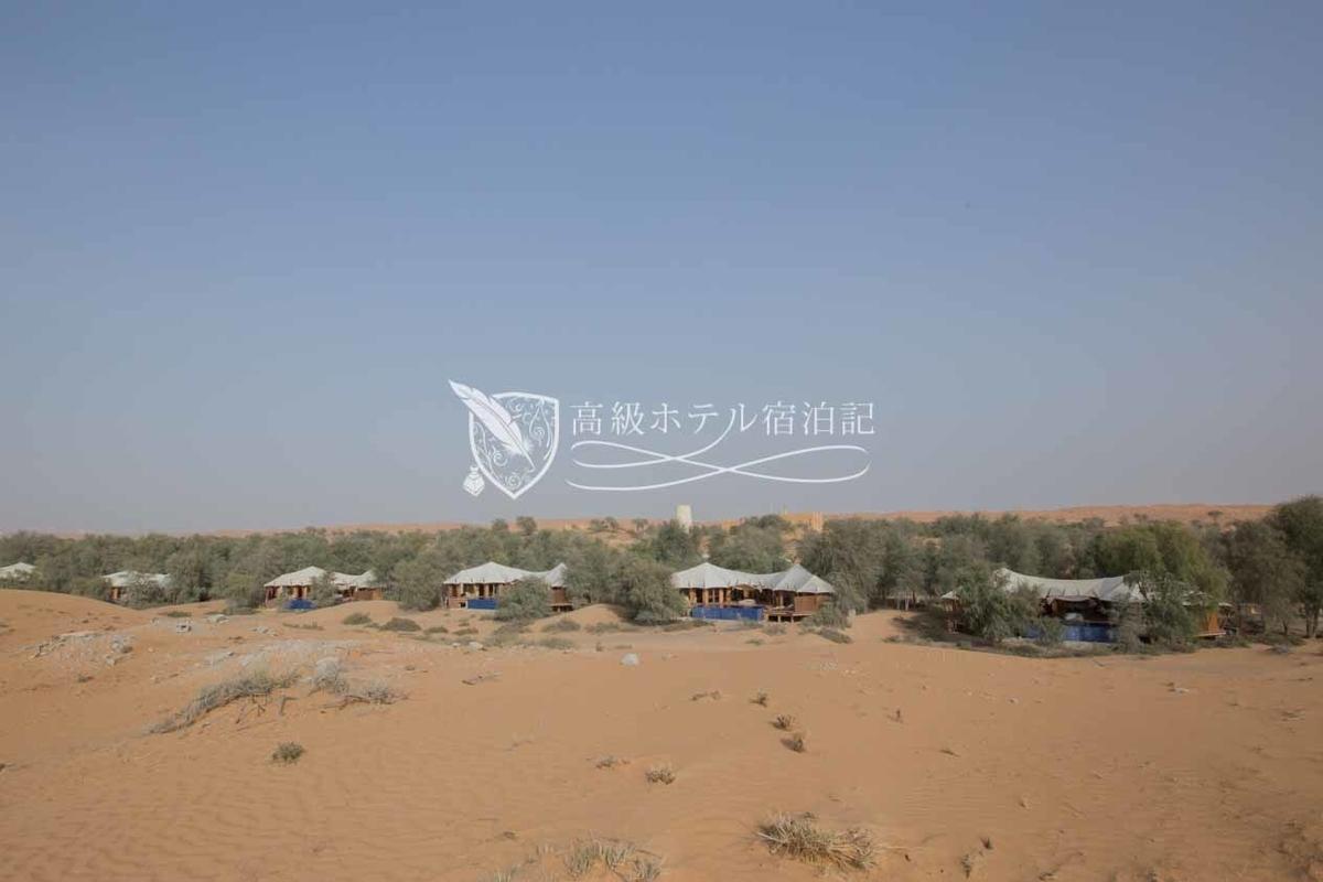 広大な砂漠の敷地には宿泊ヴィラやレストランが点在し、スパ施設やプールの他、アクティビティ施設や馬の厩舎など、このホテルならではのファシリティも用意されている。
