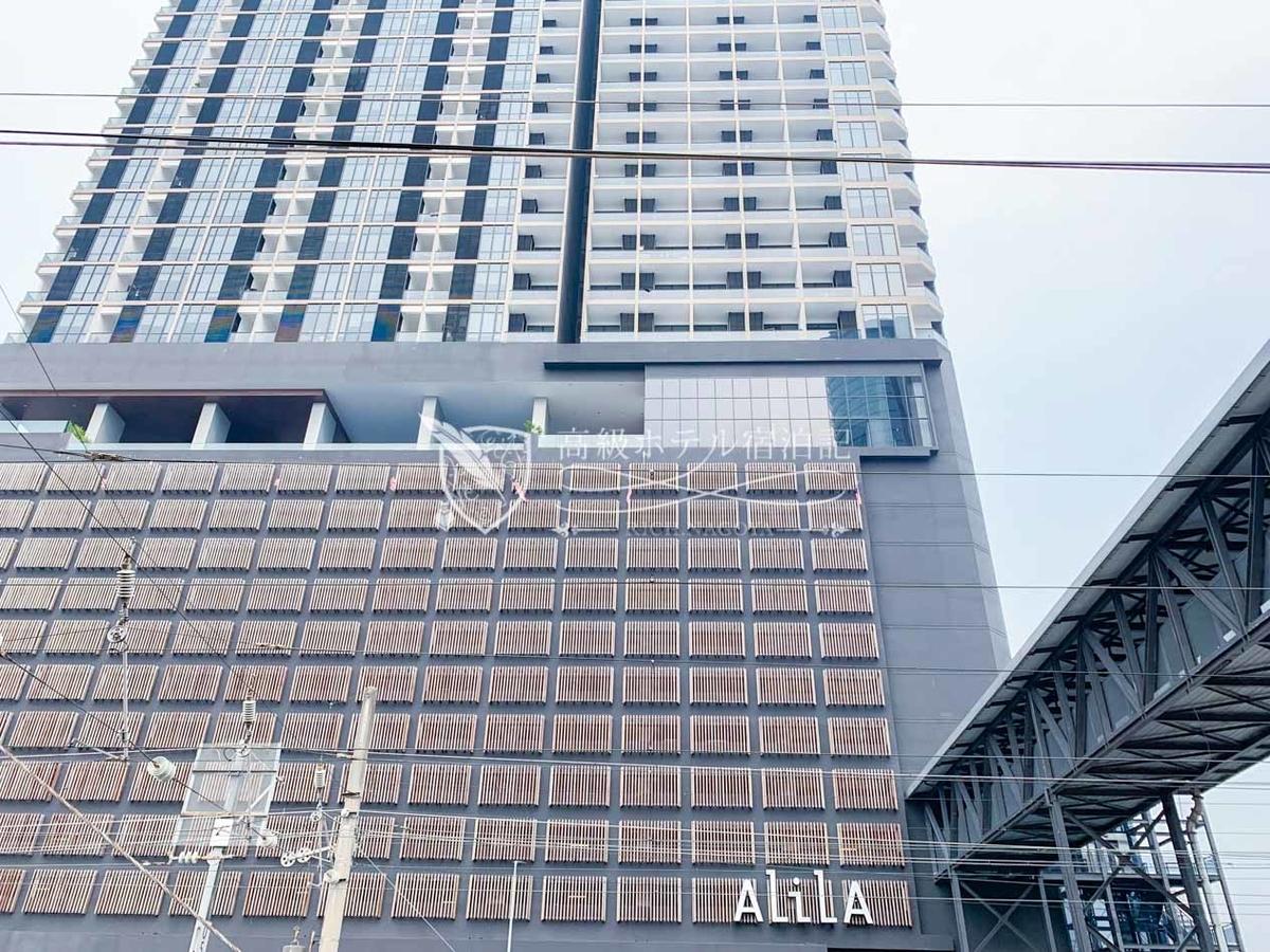 2018年にワールドオブハイアットに加盟。KLセントラル駅から一駅の「バンサー駅」直結したショッピングや観光にも便利な絶好のロケーション。35階~40階に客室があり高層階が確約されている。