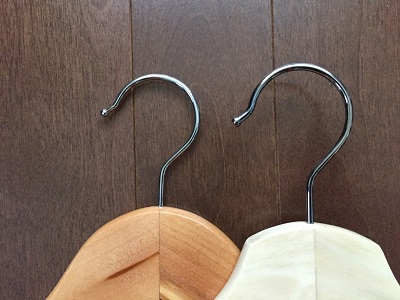 「IKEA vs ニトリ」木製ハンガーの徹底比較