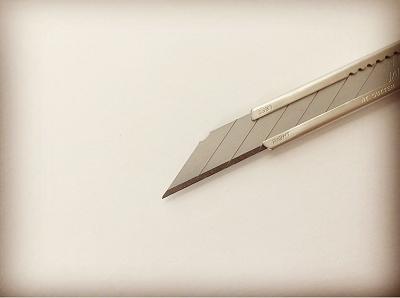 左利きさんにもオススメ。切れ味抜群のカッターナイフ
