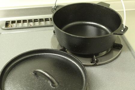 キャンプやバーベキューに!ニトリのダッチオーブン