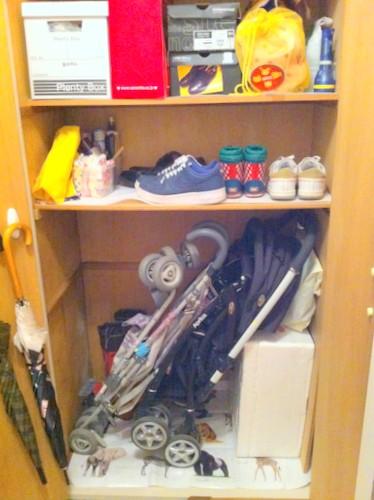 玄関 収納 スッキリ 工夫 コツ 無印良品 ほうき 靴 箱 写真