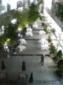 東京ウィメンズプラザ玄関前より。右下は青山ブックセンター。