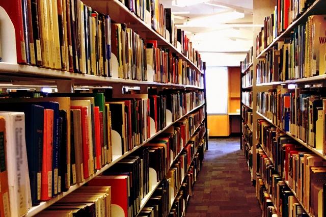 図書館の本棚