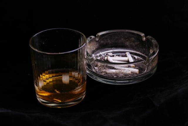 酒とたばこと灰皿