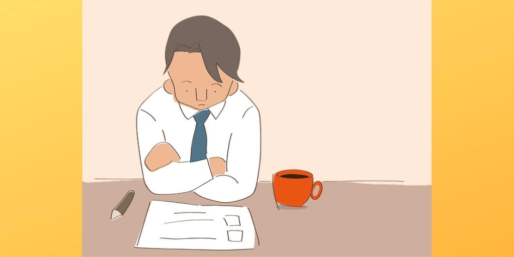 スーツ姿の男性が机の前で思案中のイラスト