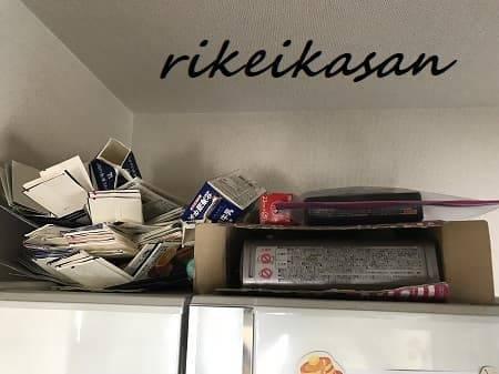 冷蔵庫の上の写真